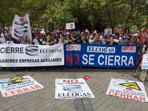 Los trabajadores de Elcogas dejan el encierro en el Ministerio de Industria tras acordar dos reuniones