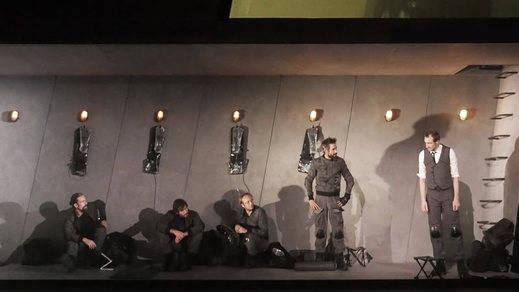 'Escuadra hacia la muerte' en el CDN, a través de la versión de Paco Azorín