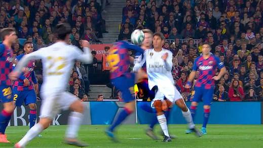Así fue el 'robo' arbitral en el Clásico: las 3 jugadas clave contra el Real Madrid