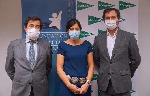 Carlos Cabanas y Guadalupe Corzo de El Corte Inglés y José Antonio Pastor de Fundación Crecer Jugando