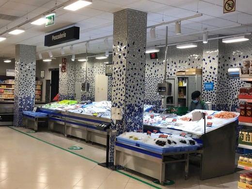 Mercadona inaugura su nuevo modelo de tienda eficiente en el Mercado de San Enrique (Madrid)