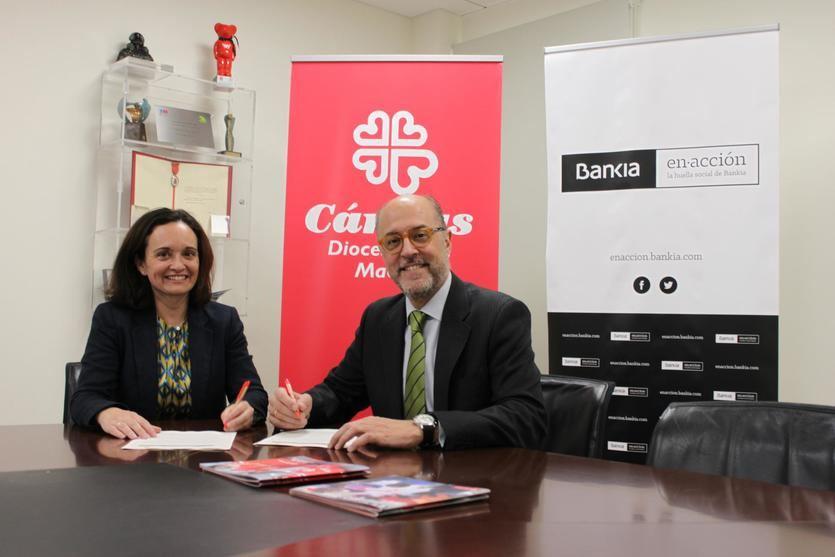La directora de Administración y Finanzas de Cáritas Diocesana de Madrid, María Jesús Bustamante, y el director de Responsabilidad Social Corporativa de Bankia, David Menéndez