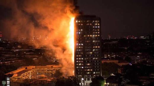 Londres vuelve a estar en alerta, esta vez por un gran incendio que deja al menos 12 muertos