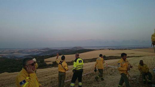 Tres retenes trabajan aún en la zona del fuego de Humanes (Guadalajara)