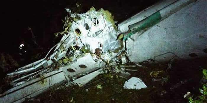 Un avión en el que viajaba un equipo de fútbol brasileño se estrella en Colombia