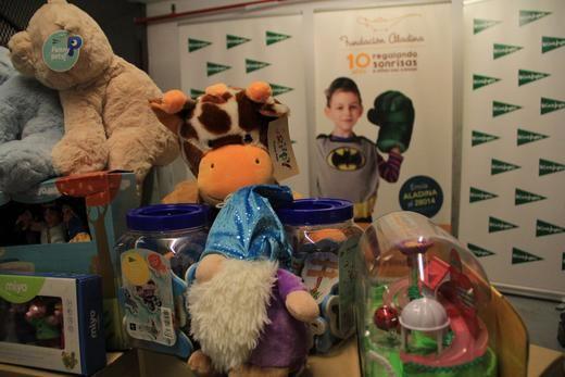 El Corte Inglés dona a Fundación Aladina 3.000 juguetes para niños hospitalizados