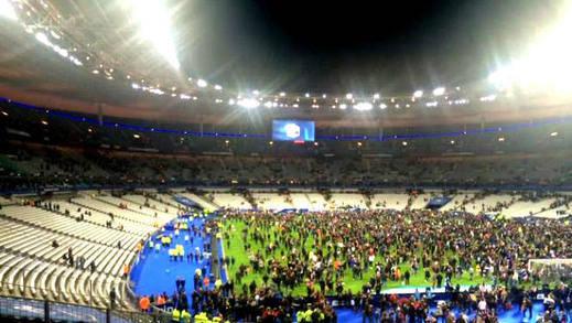 Atentado con explosivos en pleno partido de fútbol Francia-Alemania