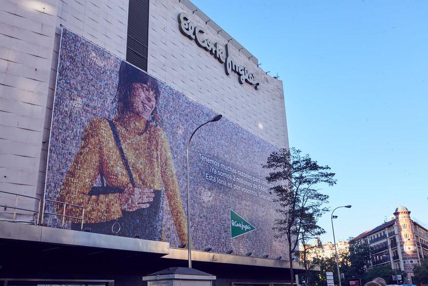 El Corte Inglés celebra sus 2 millones de fans con un mosaico gigante de miles de fotos de seguidores