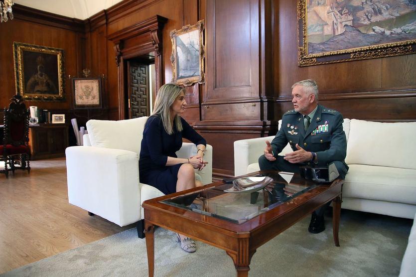 La alcaldesa de Toledo se reúne con el jefe de la Guardia Civil en Castilla-La Mancha