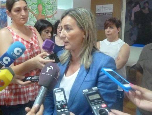 Milagros Tolón ya es alcaldesa, la primera mujer que ocupa el cargo en Toledo