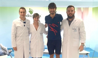 El jugador de la Real Sociedad, Carlos Martínez, se somete a un estudio biomecánico de la pisada para personalizar sus plantillas