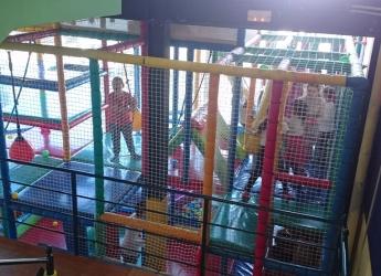 Fiesta navideña de DHL para los niños de Aldeas Infantiles SOS, en Madrid
