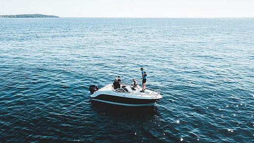 Razones para pasar las vacaciones navegando en España