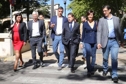 El líder del PSOE asegura en Puertollano que si llega al Gobierno revitalizará la Ley de Dependencia