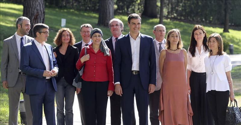 Pedro Sánchez presenta su 'dream team', con el que espera desalojar a Rajoy de La Moncloa