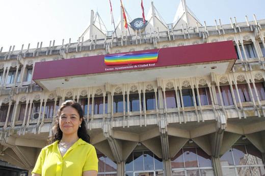 La bandera arcoíris ya ondea en el balcón del Ayuntamiento de Ciudad Real
