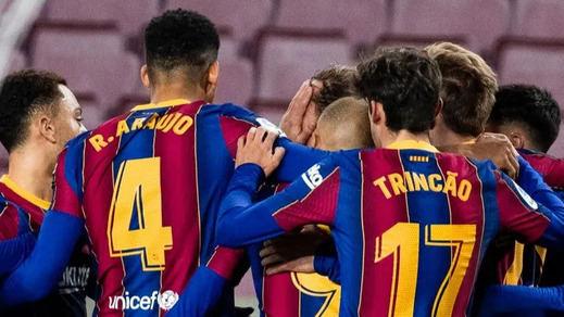 El Barça sobrevive a duras penas (1-0) y con un penalti de Umtiti por mano no señalado