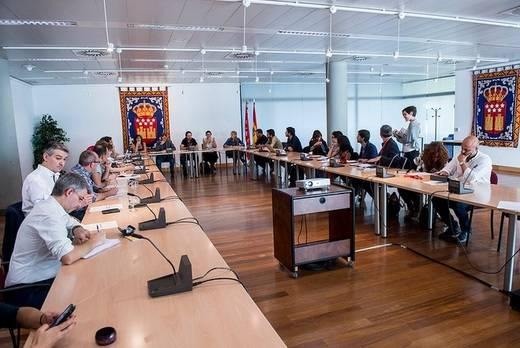 Pablo Iglesias reúne a sus parlamentarios autonómicos para