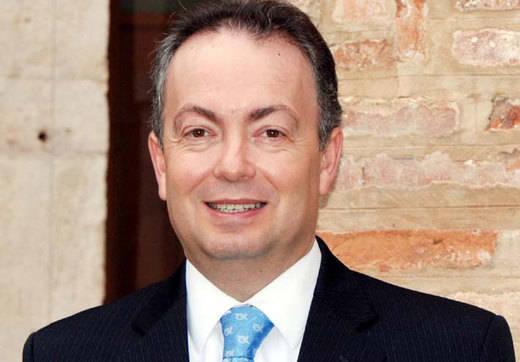 Quiles promete recuperar el 'prestigio e ilusión' perdidas en la UCLM si es elegido rector