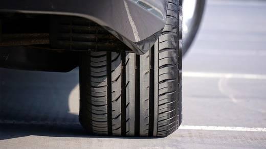 Más del 70% de los vehículos circula con neumáticos en mal estado