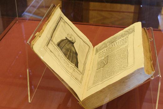 La Biblioteca regional expone los libros de Salmerón y los jesuitas toledanos del XVI