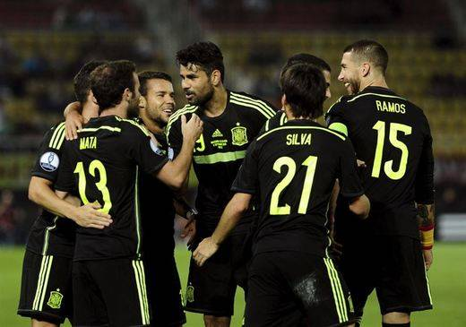 España acaricia el billete a Francia gracias al solitario gol de Mata en Macedonia (0-1)