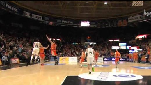 El triple de Llull hace historia y se hace viral (Valencia Basket 94-95 Real Madrid)