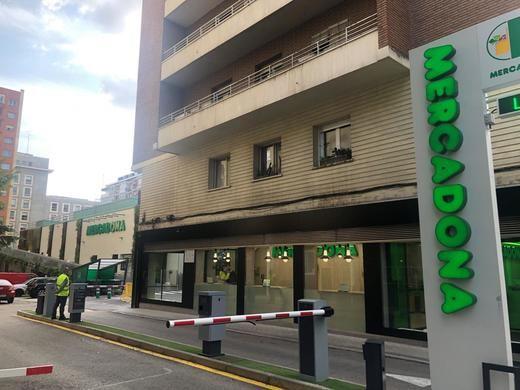 """Tienda de Mercadona con la sección """"Listo para Comer"""" ubicada en la calle Juan Gris, junto al Paseo de la Castellana (Madrid)"""