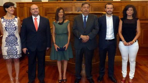 Tres nuevos diputados regionales han tomado este lunes posesión de sus cargos
