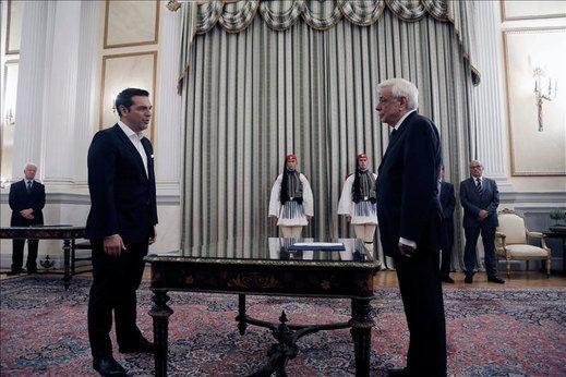 Tsipras mantiene a Tsakalotos como ministro de Finanzas en un Gobieno continuista
