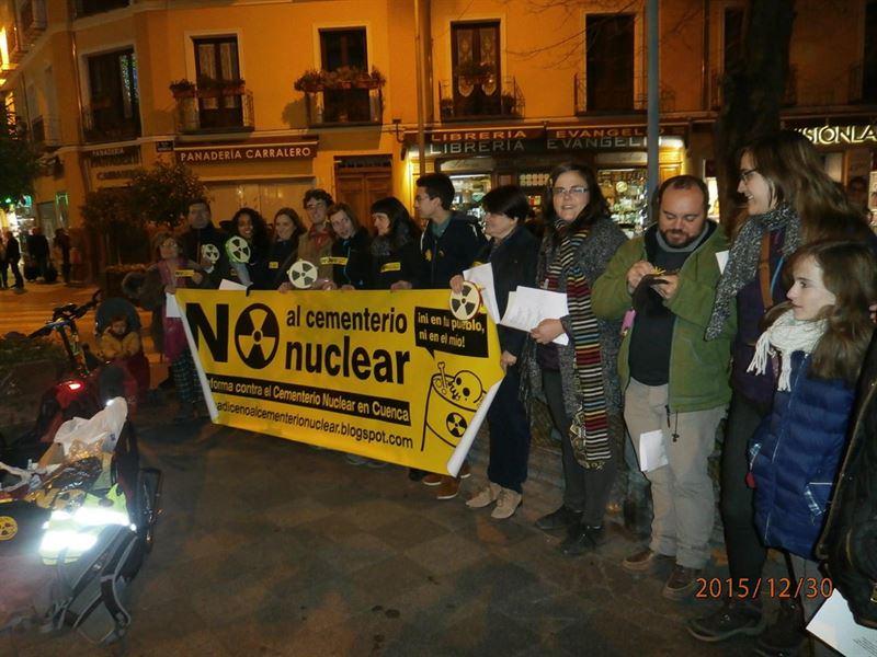 Villancicos para celebrar 'que se aleja el fantasma del cementerio nuclear'