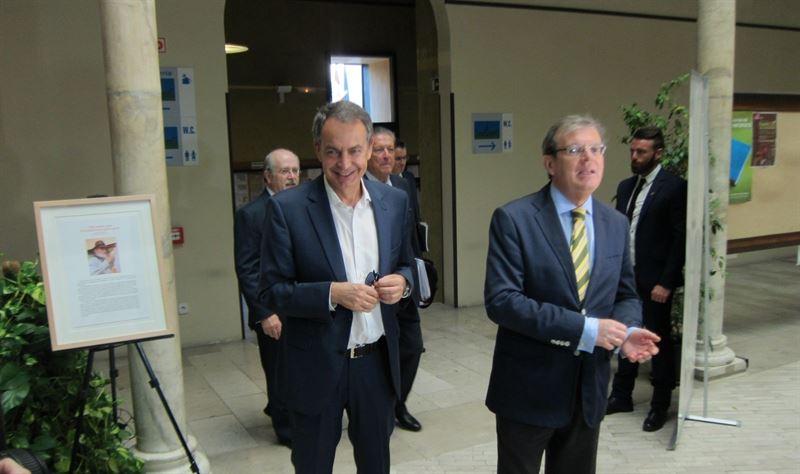 Zapatero cree que España debe estar 'en sintonía' con leyes internacionales