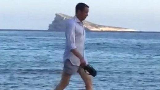 Debate y polémica sobre Zaplana y su estado de salud tras su paseo por la playa