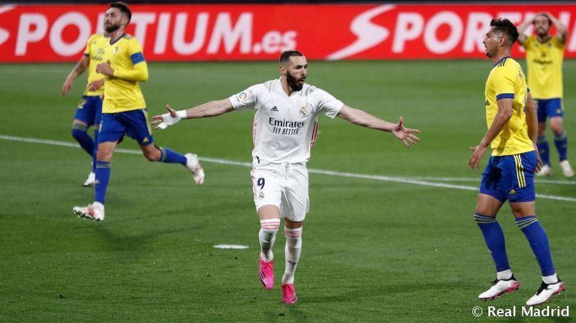 El Real Madrid, sin Superliga pero con SuperBenzema: 0-3 al Cádiz