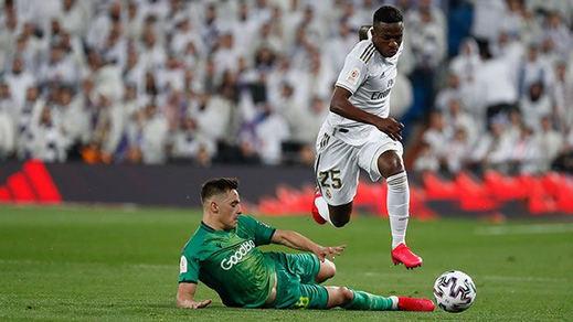 Las impresionantes jugadas de Vinicius ante la Real Sociedad: un vídeo de escándalo