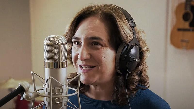Ada Colau, rapeando en el vídeo