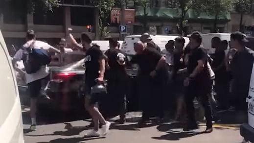 Violencia y agresiones a coches VTC en la huelga de taxis en Barcelona