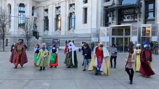 Triunfan en las redes el baile de Almeida con los Reyes Magos y sus particulares peticiones