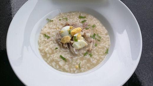 Receta: Sopa de arroz con pollo y huevo duro