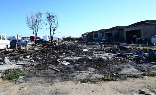 Finaliza sin incidentes el desalojo de El Cavero: más de 30 familias se trasladan a tiendas de campaña