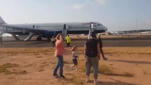 Pánico en el aeropuerto de Valencia: un avión sufrió un incendio y aterrizó de emergencia
