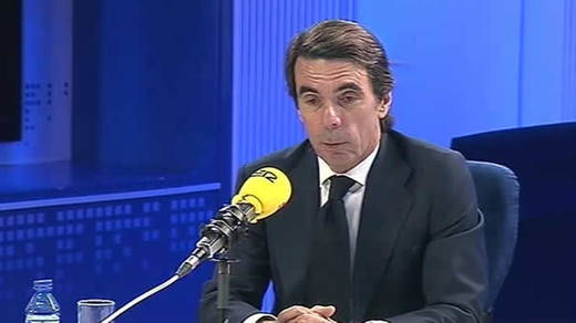 Aznar zanja la crisis con el PP: