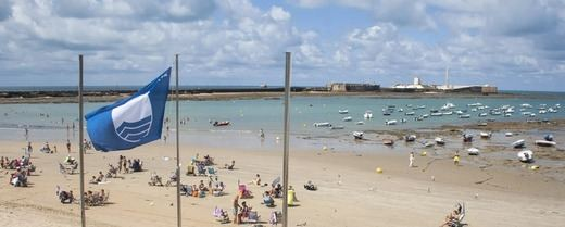 Andalucía logra este año 120 banderas azules