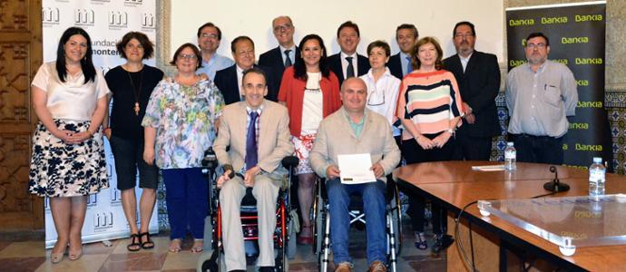 Responsables de Bankia y la Fundación Montemadrid con los premiados.