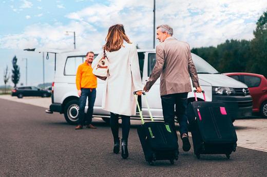 Cómo llegar al aeropuerto de Barcelona El Prat, cómo aparcar el coche o qué transporte público coger