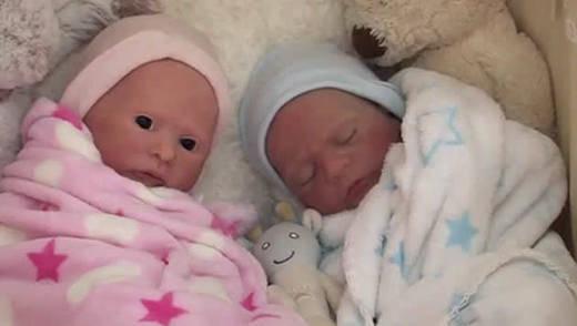 Los bebés falsos que causan furor entre los coleccionistas