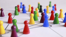 La teoría de los 6 grados de separación y la primera red social