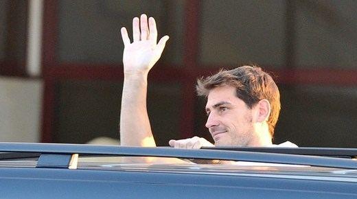 Casillas ya tiene el cariño de su nuevo club y ciudad: gran recibimiento en Oporto