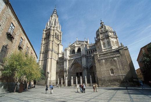 El arzobispo de Toledo abre este domingo la Puerta Santa de la Catedral