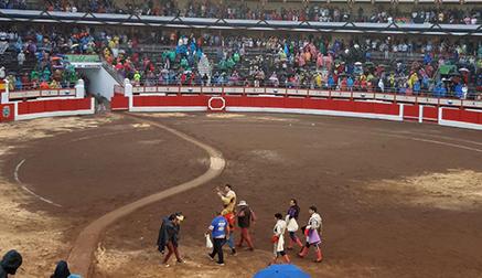 Cayetano muestra su gran momento en Santander y sale a hombros tras cuajar al tercero de la tarde